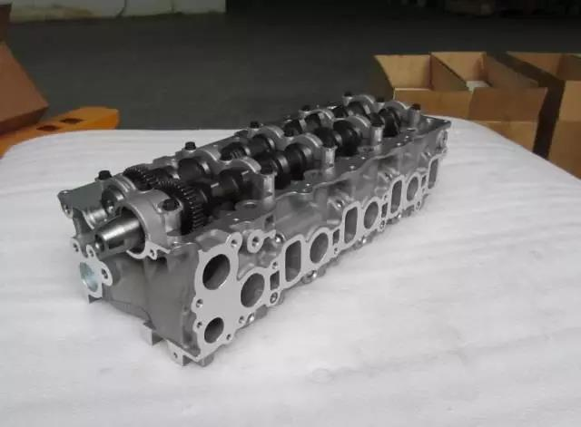 Complete TOYOTA Hiace Cylinder Head 2KD-FTV 11101-30040 11101-0LO51 11101-0L051